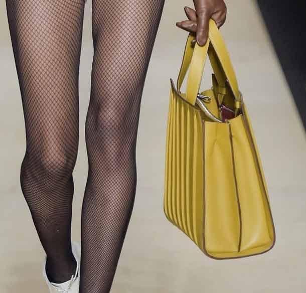 latest-designer-handbags-structured-max-mara-fashion-fall-2016-rtw