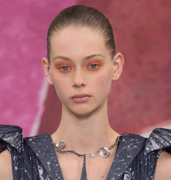 latest-eye-trends-red-eyeshadow-fal-makeup-looks-2016-schiaparelli-couture