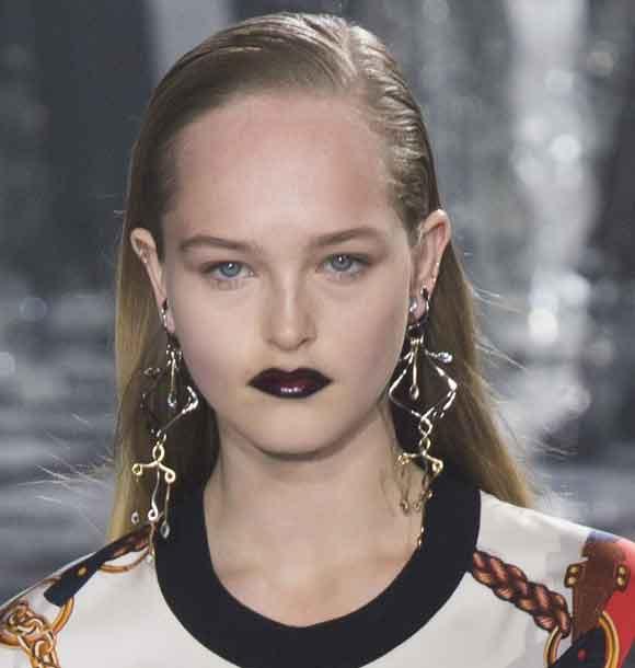 latest-makeup-trend-black-lips-lipstick-fall-winter-2016-2017-louis-vuitton