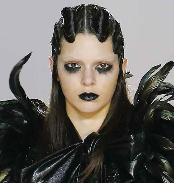 latest-makeup-trend-black-lips-lipstick-fall-winter-makeup-2016-2017-marc-jacobs