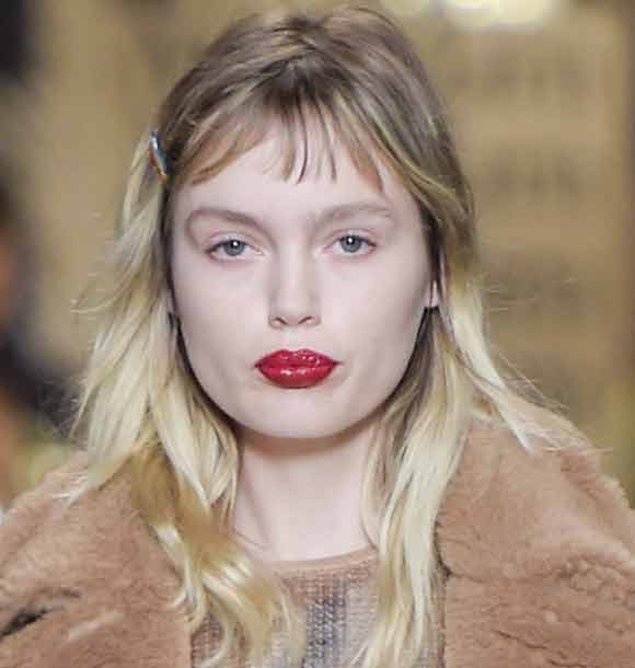 latest-makeup-trend-fw16-red-lipstick-bold-colorfall-max-mara-winter-2016-2017