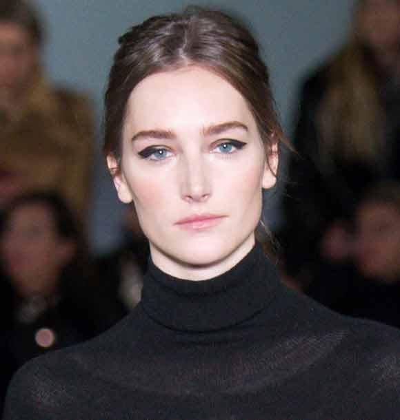 latest-makeup-trend-nude-lips-lipstick-autumn-winter-2016-2017-oscar-de-la-renta