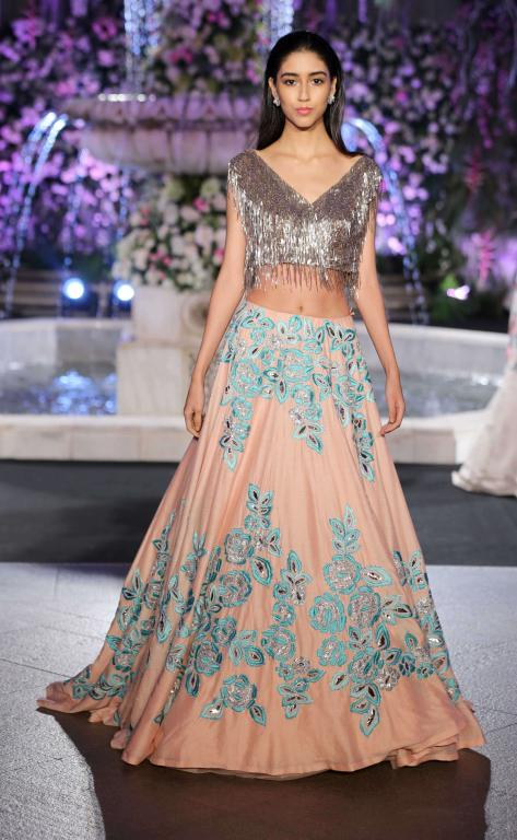 manish-malhotra-bling-crop-top-embroidered-choli-lakme-fashion-week-2016