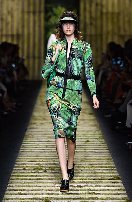 max-mara-ss17-collection-spring-summer-2017-dress-10-green-tropical-print-black-belt-matchy-handbag