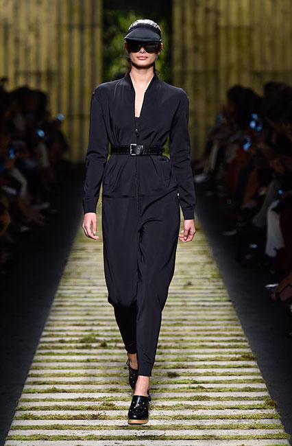 max-mara-ss17-collection-spring-summer-2017-dress-12black-belt-shoes-blue-cap