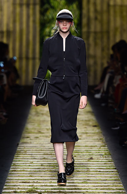 max-mara-ss17-collection-spring-summer-2017-dress-14-black-top-cap-large-clutch
