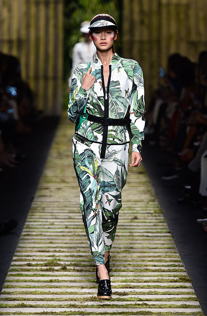 max-mara-ss17-collection-spring-summer-2017-dress-19-printed-full-sleeve-jumpsuit-back-pack-cap
