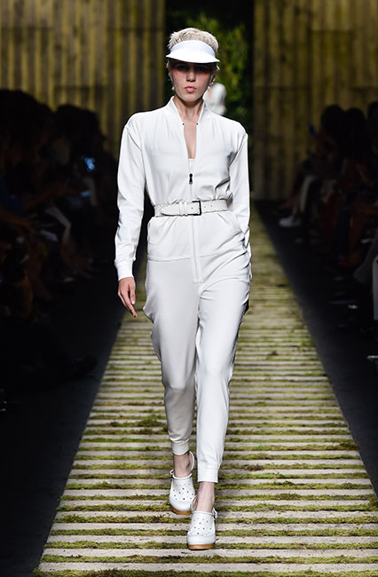 max-mara-ss17-collection-spring-summer-2017-dress-20-white-top-matchy-belt-cap-shoes
