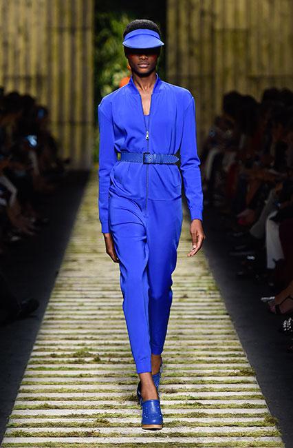 max-mara-ss17-collection-spring-summer-2017-dress-22-blue-dress-matchy-cap-shoes
