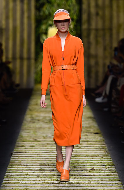 max-mara-ss17-collection-spring-summer-2017-dress-23-orange-matchy-cap-belt-shoes