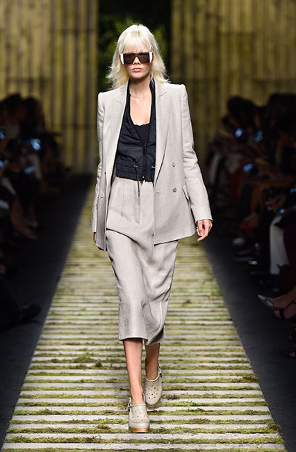 max-mara-ss17-collection-spring-summer-2017-dress-29black-top-cream-jacket-shoes