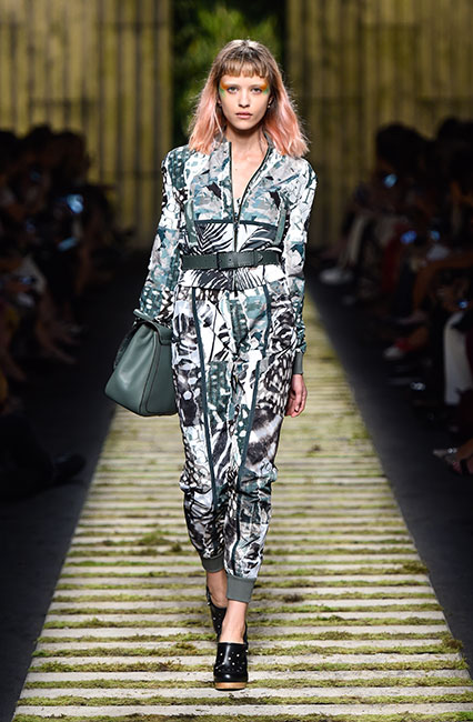 max-mara-ss17-collection-spring-summer-2017-dress-30-tropical-print-top-belt-handbag