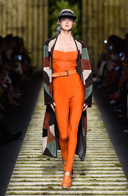 max-mara-ss17-collection-spring-summer-2017-dress-33-orange-belt-block-print-jacket-cap-matchy-shoes