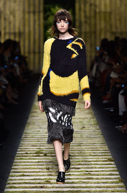 max-mara-ss17-collection-spring-summer-2017-dress-43-multicolored-fur-top-black-shoes