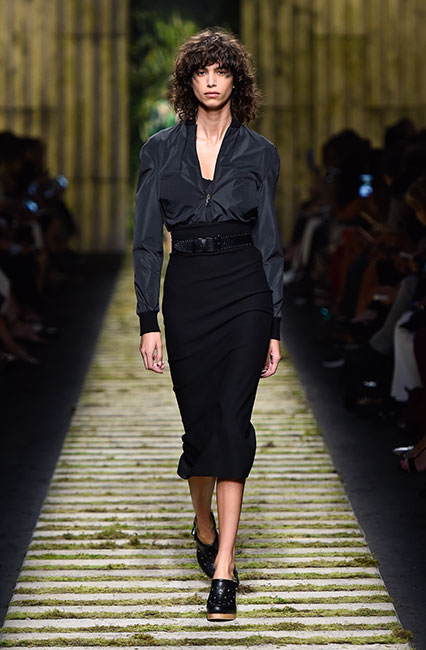 max-mara-ss17-collection-spring-summer-2017-dress-9-full-sleeves-top