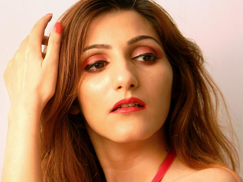 shilpa-ahuja-indian-fashion-blogger-red-lipstick-eyeshadow-makeup