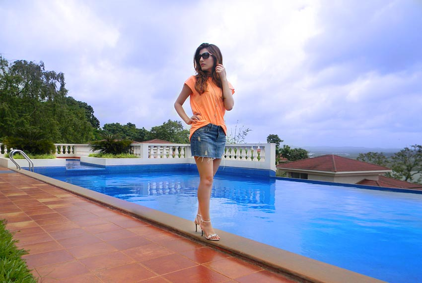 shilpa-ahuja-pool-party-outfit-denim-ripped-skirt-orange-tee-summer