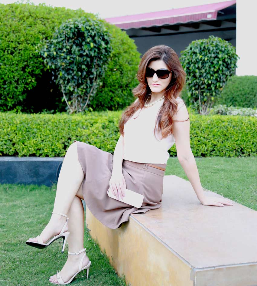 shilpa-ahuja-top-indian-fashion-blogger-neutrals-brown-skirt-brunch-outfit-summer