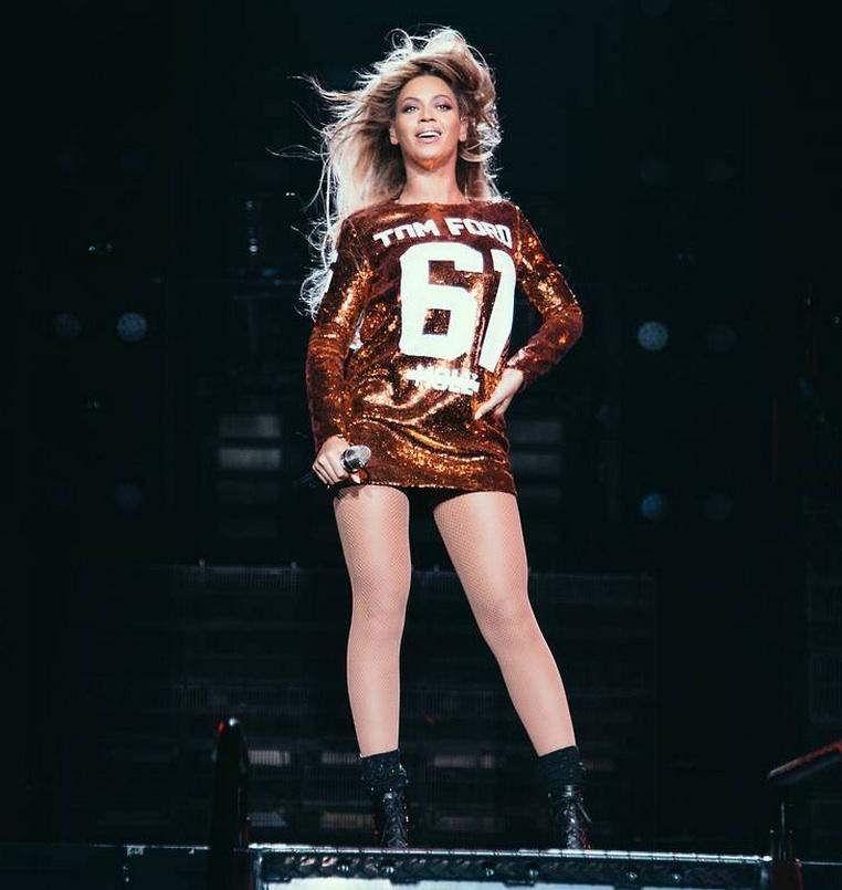 tom-ford-beyonce-t-shirt-dress-shoes-boots