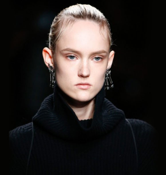 valentino-fashion-show-fall-2016-nude-lips-lip-stick-rtw-latest-makeup-trends