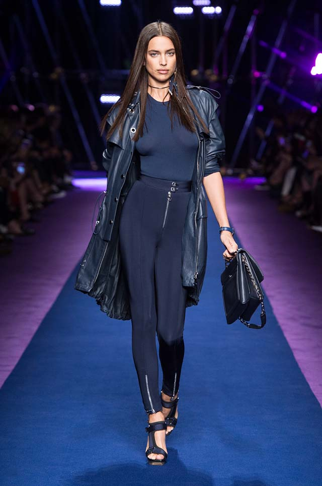 versace-ss17-spring-summer-2017-collection-dress-26-blue-leggings-leather-jacket-handbag