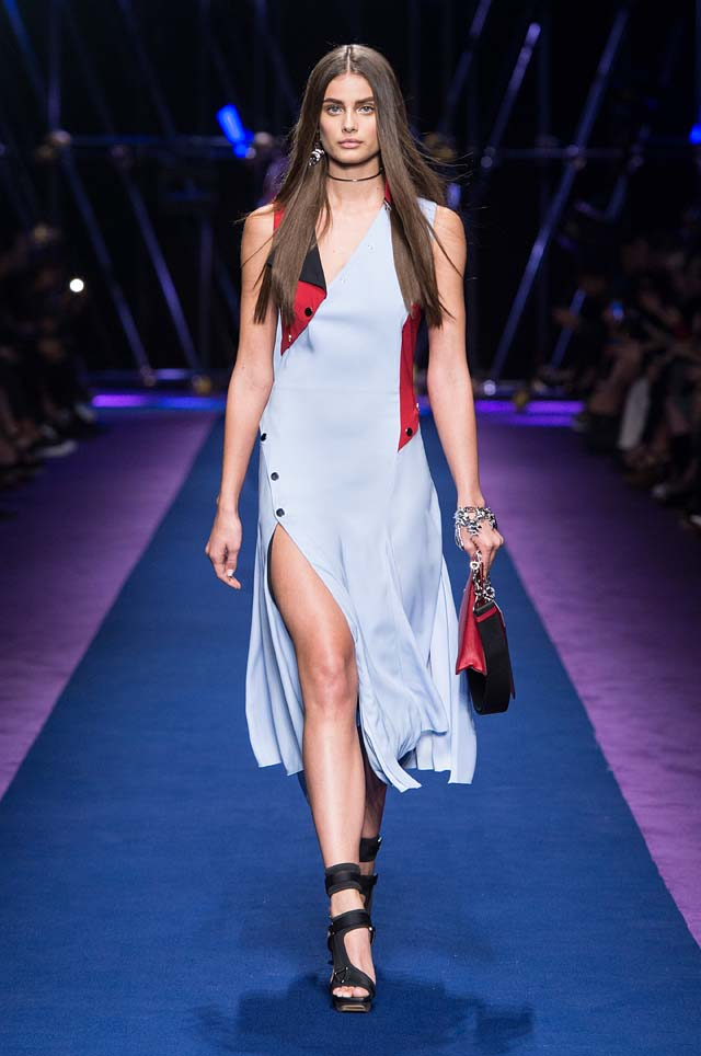 versace-ss17-spring-summer-2017-collection-dress-35-blue-slit-handbag