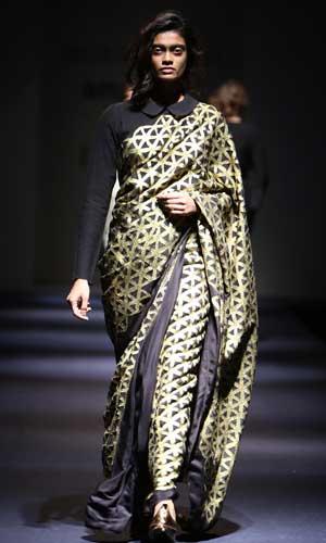 abraham-thakore-saree-designs-trends-fashion-geomentrical-print-black-crepe-winter-2017