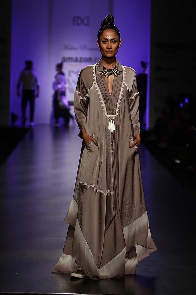 malini-ramani-latest-amazon-india-fashion-week-spring-summer-2017-full-sleeves-dress-asymetrical