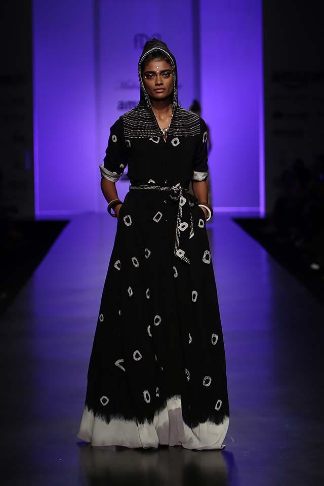 malini-ramani-latest-amazon-india-fashion-week-spring-summer-2017-hoodie-dress-black