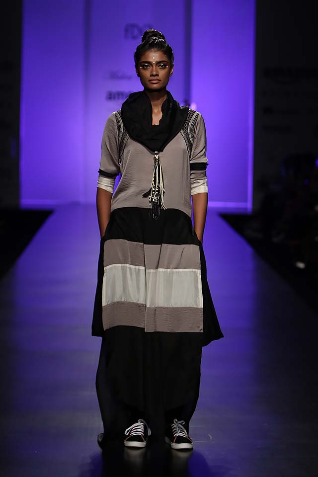 malini-ramani-latest-amazon-india-fashion-week-spring-summer-2017-sweater-dress-white-dupatta