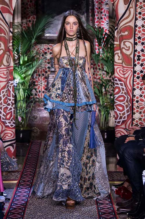 roberto-cavalli-spring-summer-2017-ss17-rtw-dress-21-blue-printed-strapless-top-long-skirt-scarf