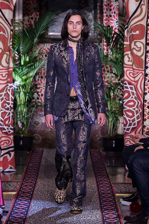 roberto-cavalli-spring-summer-2017-ss17-rtw-dress-50-formals-golden-foil-printed-pants-jacket-dotted-scarf
