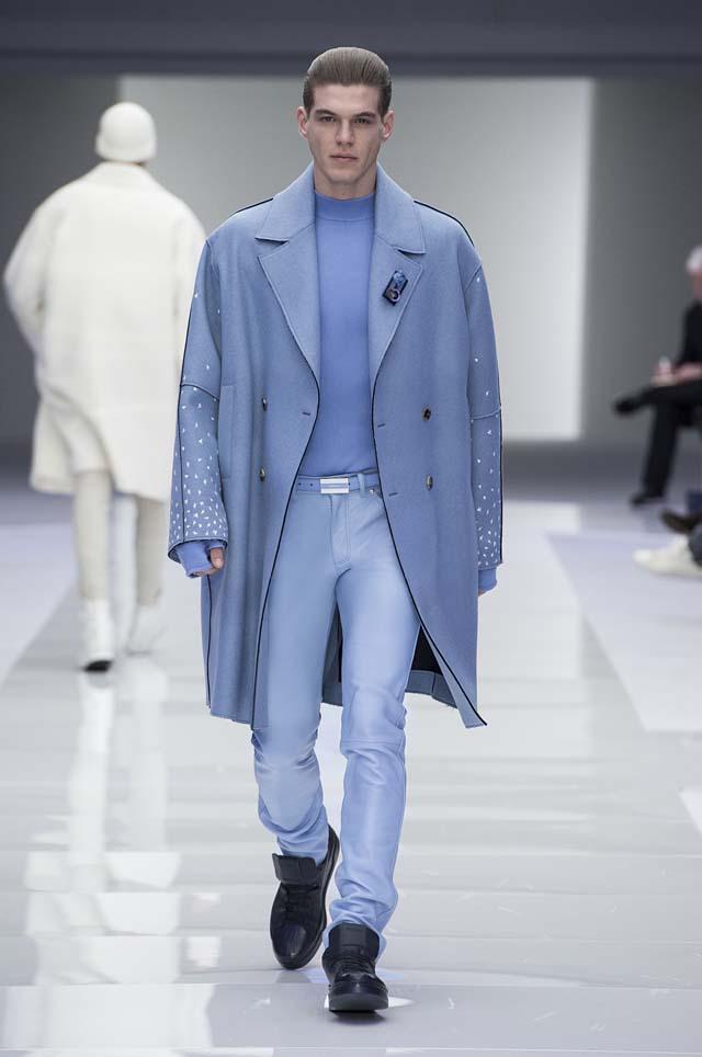 versace-menswear-mens-fall-winter-2016-fw16-21-blue-coat-pants-fingerless-gloves-sweater