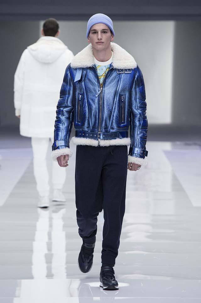 versace-menswear-mens-fall-winter-2016-fw16-23-metallic-blue-fur-coat-collar