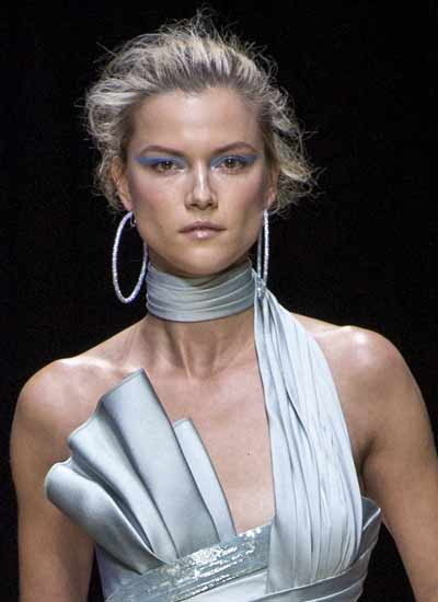 designer-jewelry-trend-atelier-versace-large-hoops-fall-2016-couture