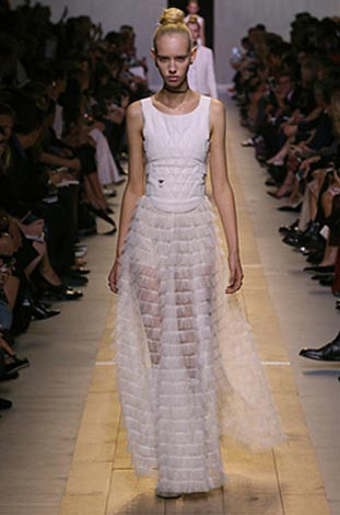 dior-ss17-spring-summer-2017-rtw-5-white-flared-maxi-quilted-top
