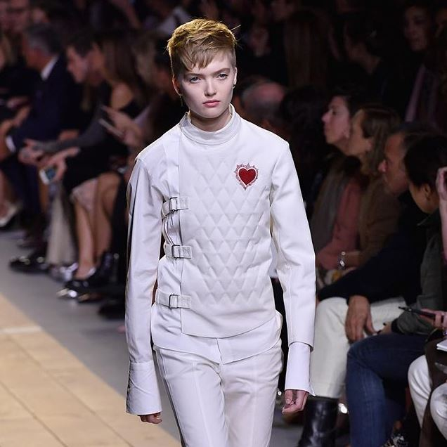 dior-ss17-spring-summer-2017-rtw-look-1-fencing-white-quilted-jacket