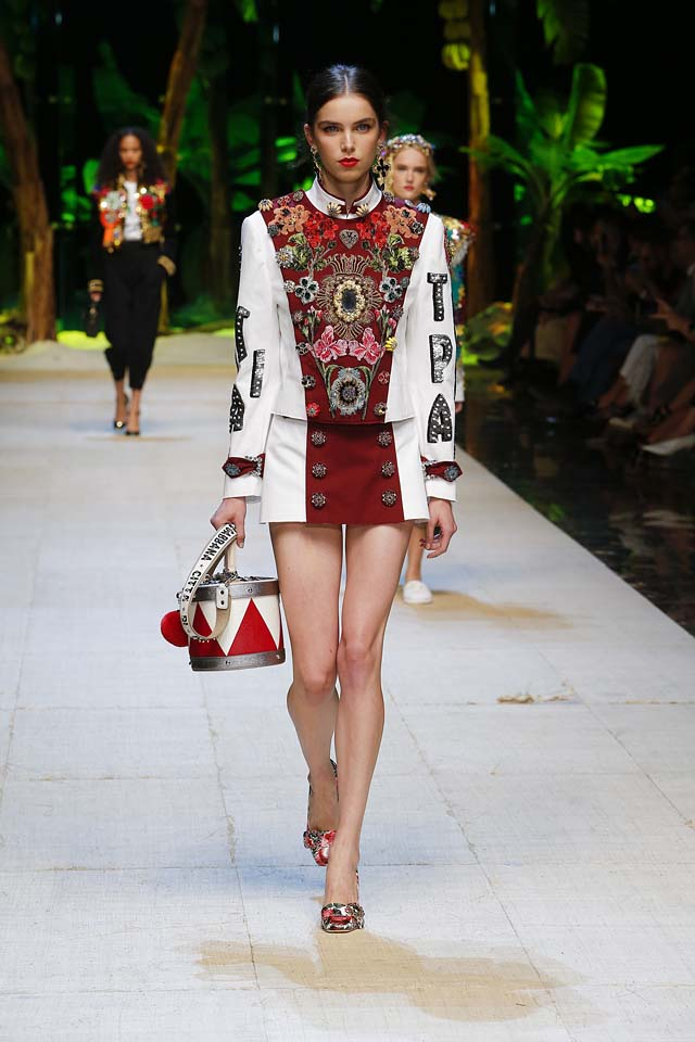 dolce-gabbana-spring-summer-2017-ss17-rtw-1-printed-top-mini-skirt-drum-handbag