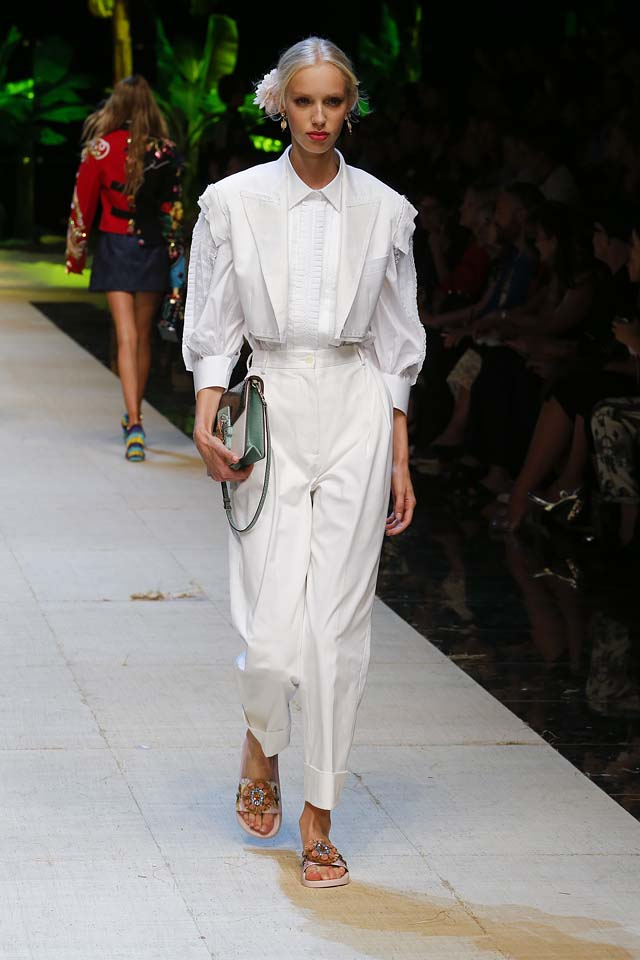 dolce-gabbana-spring-summer-2017-ss17-rtw-10-white-suit-hair-accessory-handbag