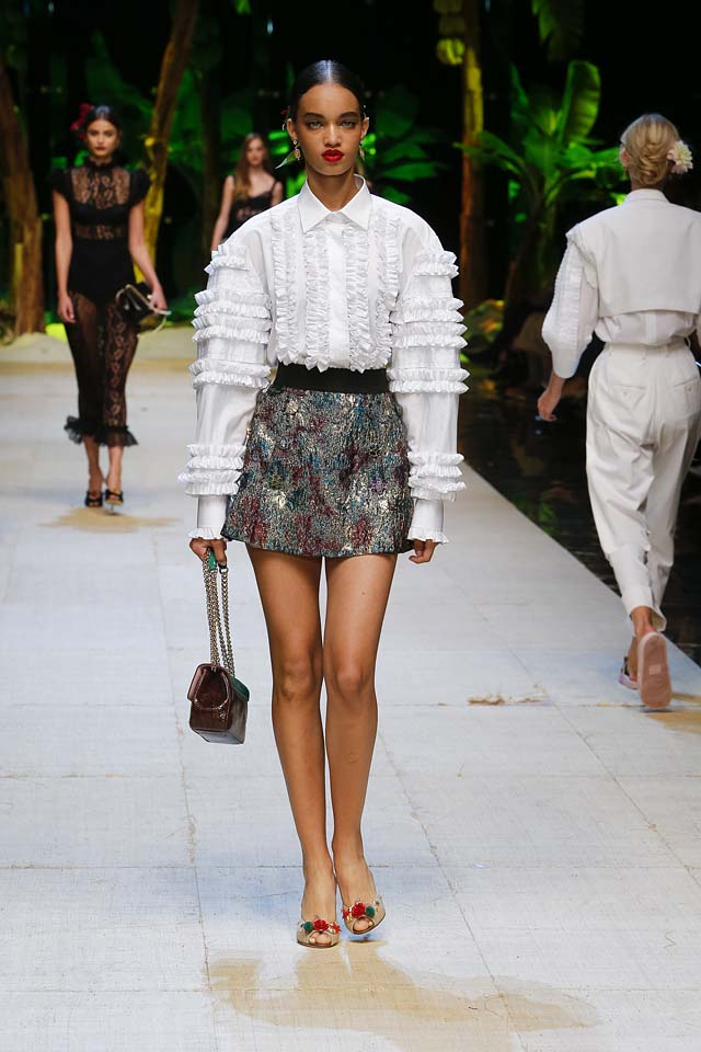 dolce-gabbana-spring-summer-2017-ss17-rtw-11-ruffled-top-mini-skirt-handbag