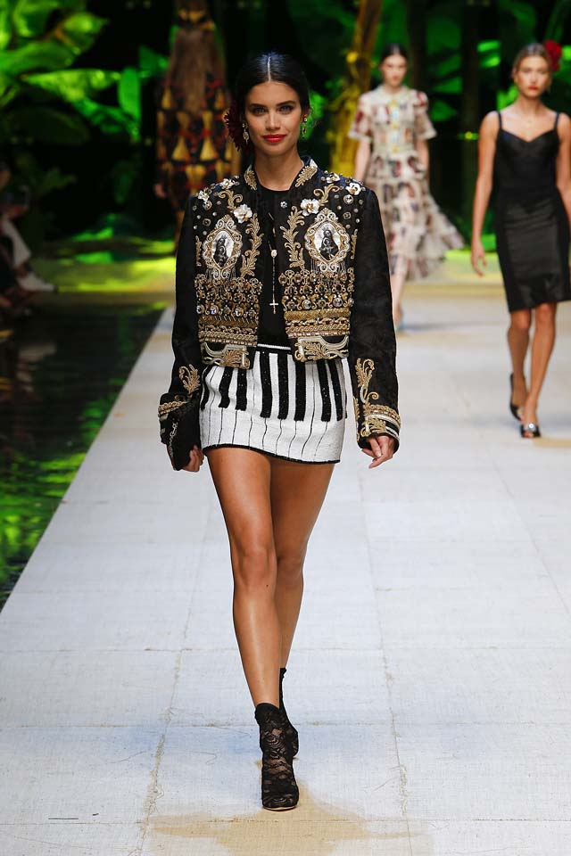 dolce-gabbana-spring-summer-2017-ss17-rtw-18-jacket-piano-print-mini-skirt-black-booties