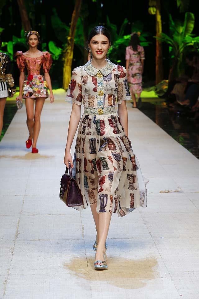 dolce-gabbana-spring-summer-2017-ss17-rtw-20-collared-printed-dress-handbag