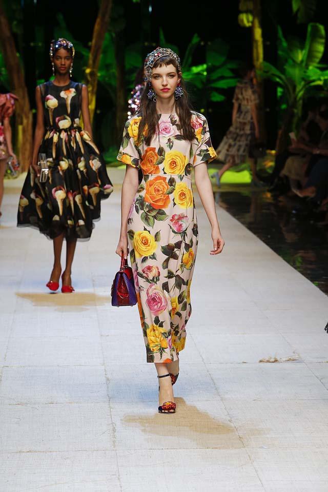 dolce-gabbana-spring-summer-2017-ss17-rtw-23-floral-printed-maxi-dresss-handbag-ankle-strap