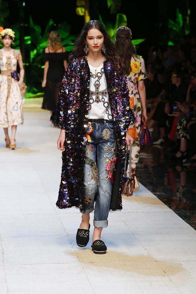 dolce-gabbana-spring-summer-2017-ss17-rtw-25-sequin-coat-embellished-embellished-jeans-earrings