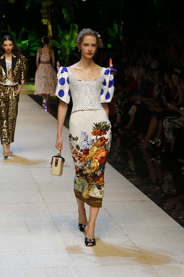 dolce-gabbana-spring-summer-2017-ss17-rtw-28-floral-printed-mermaid-fitting-dress-box-clutch