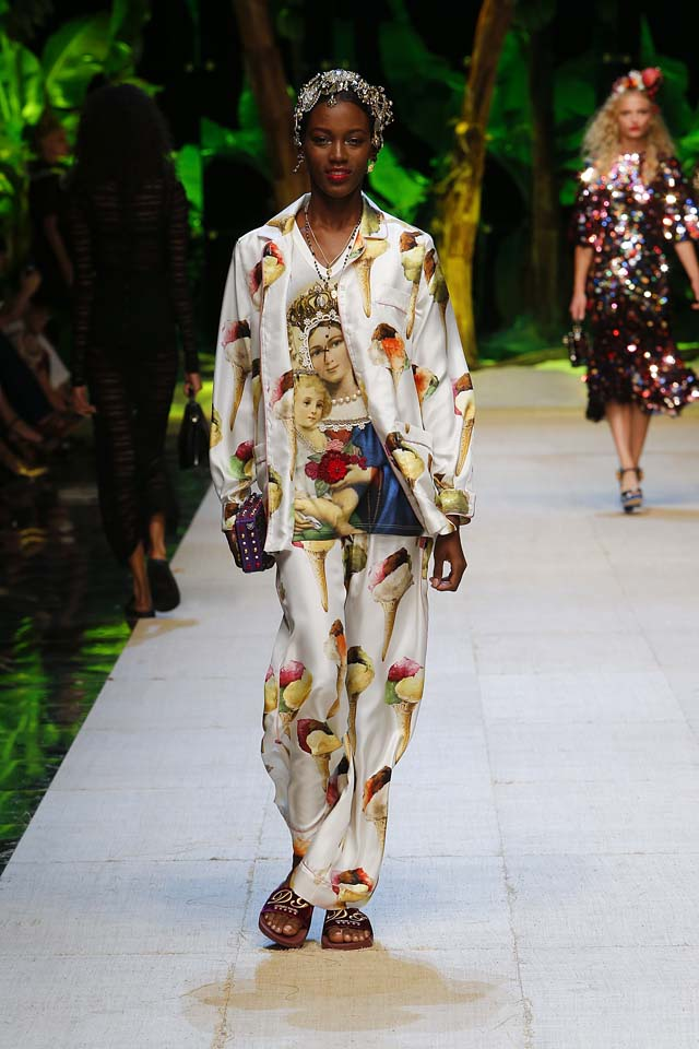 dolce-gabbana-spring-summer-2017-ss17-rtw-33-gelato-angel-face-printed-white-suit