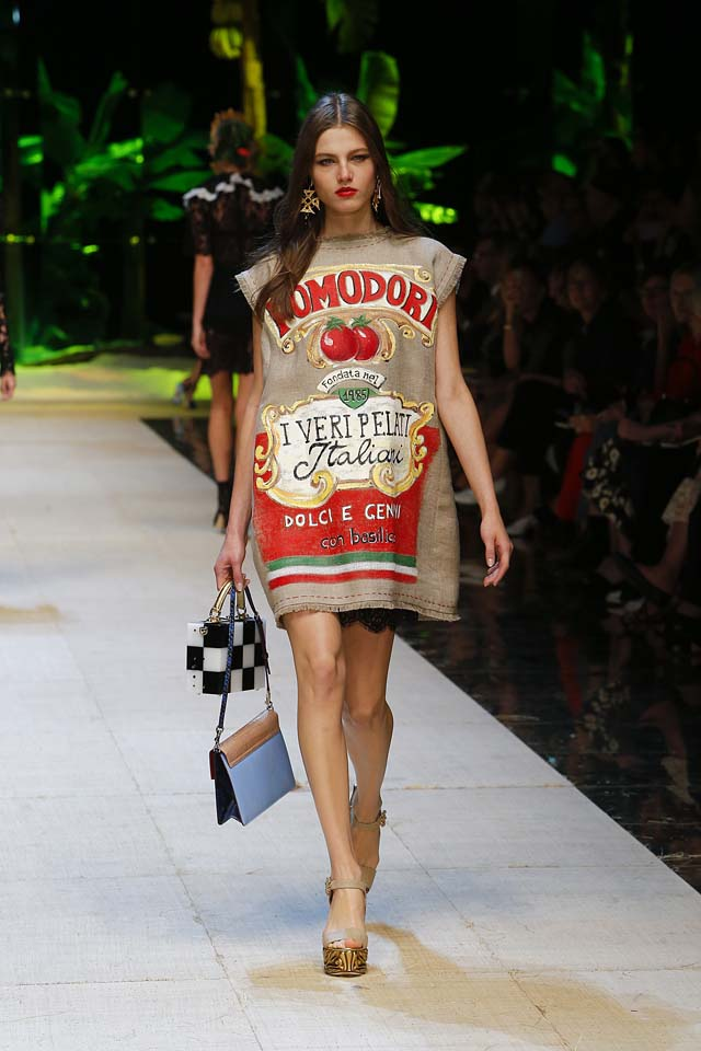 dolce-gabbana-spring-summer-2017-ss17-rtw-37-pasta-sauce-box-tomato-print-dress-red