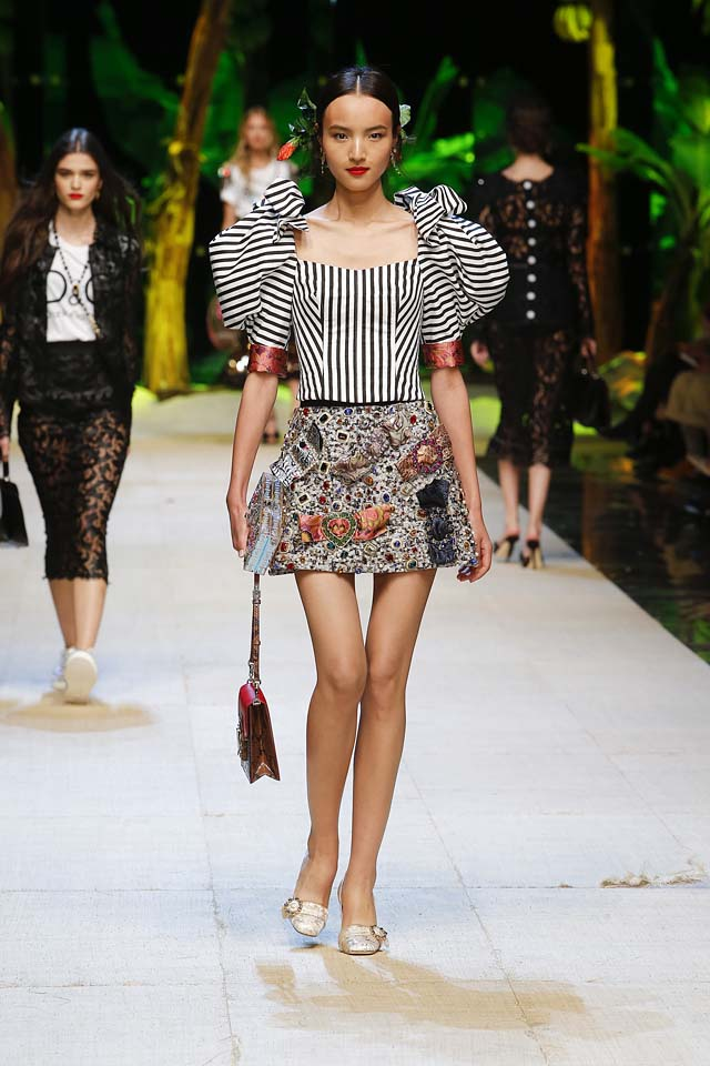 dolce-gabbana-spring-summer-2017-ss17-rtw-41-stripes-exaggerated-sleeves-top-skirt