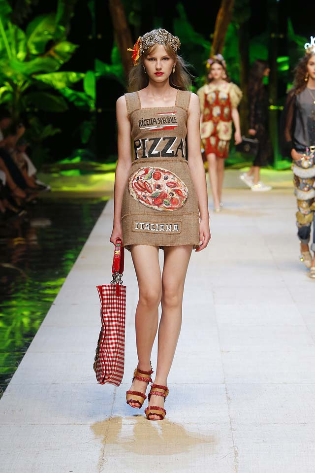 dolce-gabbana-spring-summer-2017-ss17-rtw-45-pizza-print-dress-ankle-strap
