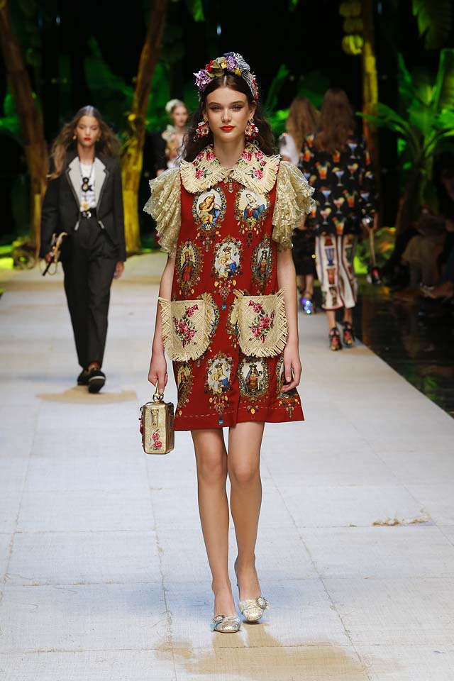 dolce-gabbana-spring-summer-2017-ss17-rtw-47-collar-embellished-red-dress-large-pockets